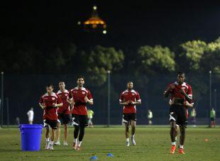 Los jugadores del Rayo realizando carrera continua