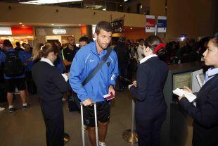 El entrenador malaguista, Javi Gracia, saliendo del aeropuerto