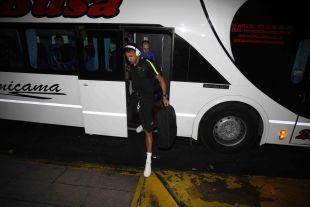 Welligton desciende del autobús en Buenos Aires.