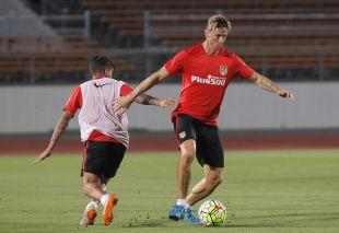 Torres, con el balón controlado.