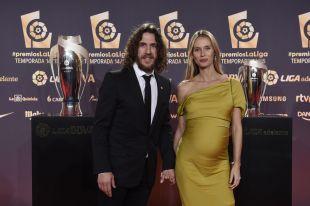 Carles Puyol acudió con su pareja, la modelo Vanessa Lorenzo