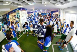 El Campus LaLiga es una experiencia de fútbol profesional, donde niños y niñas de entre 8 a 13 años, aprenden, entrenan y juegan.