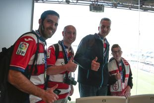 Los aficionados israelíes en el Estadio Nuevo Los Cármenes