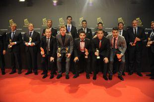 Foto con todos los premiados en la 5ª Gala de los Premios de la LFP