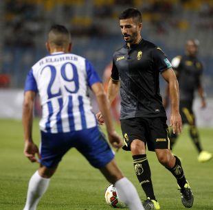 Fran Rico jugó como titular en la medular del Granada