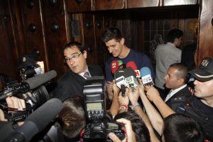 Courtois habla para los medios de comunicación tras proclamarse campeón