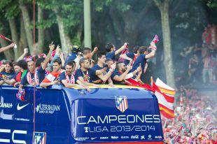 El Atlético paseó en autobús por la capital.