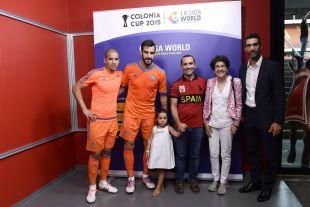 Fernando Sanz, embajador de LaLiga, junto a Rocio Alberdi, Consejera de Icex y Feghouli y Negredo durante la Colonia Cup.