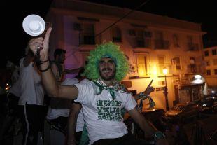 Bernardo Cruz comandó las celebraciones desde el autobús