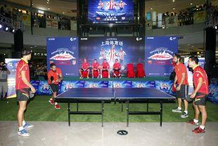 Moyá y Juanfran probaron suerte contra los mejores jugador de tenis de mesa de España