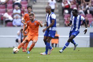 Mustafi regresa a Alemania con la camiseta del Valencia CF.