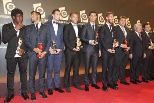 Parte de los premiados de la 'Gala de los Premios LFP 2014' posan ante los fotógrafos