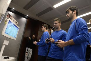 Los jugadores Trigueros y Vietto, del Villarreal, participaron con EA Sports en el Champions for Life
