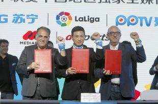 Javier Tebas, presidente de LaLiga, Jingdong Zhang, presidente de Suning, y Jaume Roures, socio fundador de Mediapro.