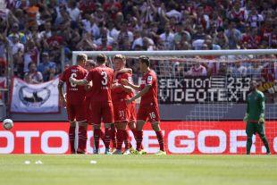 El FC Köln celebrando uno de goles marcados ante el Valencia CF