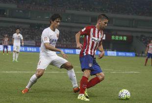 Vietto, con el balón controlado frente a un rival.