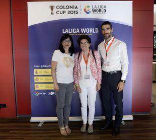 Fernando Sanz, embajador de LaLiga, junto a Rocio Alberdi, Consejera de Icex y Lay Hoon Chan, presidenta del Valencia.