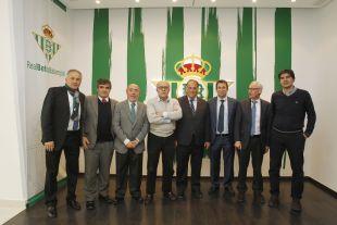 Javier Tebas fue recibido por Juan Carlos Ollero, presidente del Real Betis, en el estadio Benito Villamarín