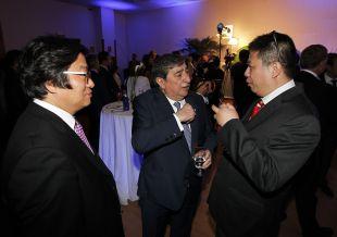 Augusto César Lendoiro, con parte de la Delegación de empresarios chinos en la 'Gala de los Premios LFP 2014'