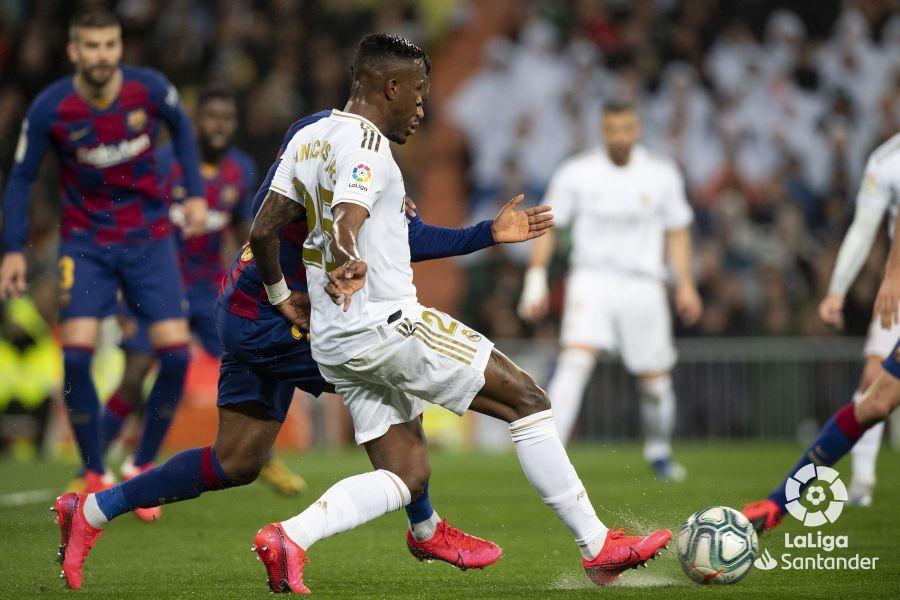صور مباراة : ريال مدريد - برشلونة 2-0 ( 01-03-2020 )  042779426d2e7fdd3407289f56f82408