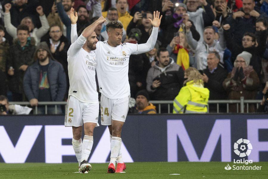 صور مباراة : ريال مدريد - برشلونة 2-0 ( 01-03-2020 )  07b0988ce2666670aa51a956e59e9111