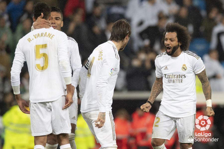 صور مباراة : ريال مدريد - برشلونة 2-0 ( 01-03-2020 )  1ce5d4860d384988835edf8366707923