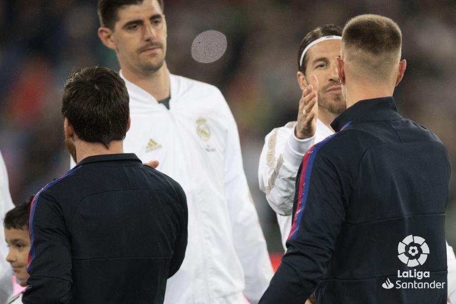 صور مباراة : ريال مدريد - برشلونة 2-0 ( 01-03-2020 )  2c70e85e5a0f001a7fa1d9076b502129