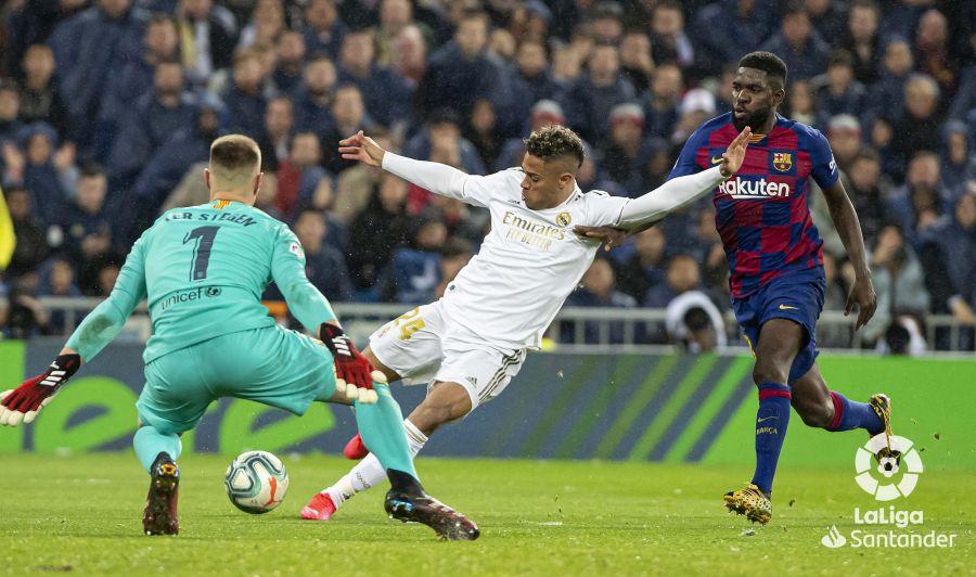 صور مباراة : ريال مدريد - برشلونة 2-0 ( 01-03-2020 )  3508107c32b90c8b92127d502c0941a4