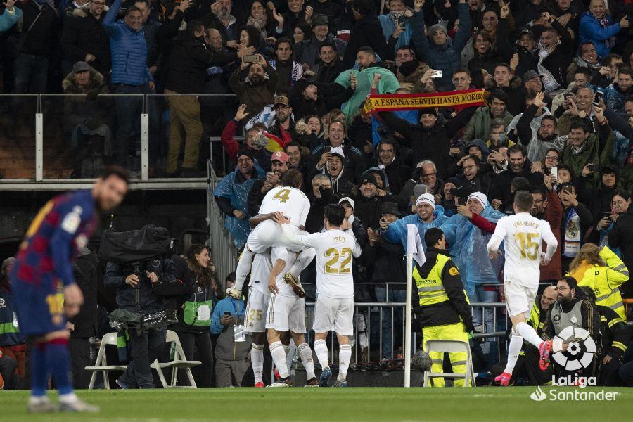 صور مباراة : ريال مدريد - برشلونة 2-0 ( 01-03-2020 )  3d24cc5e8acf377bcf0b7d2703293062