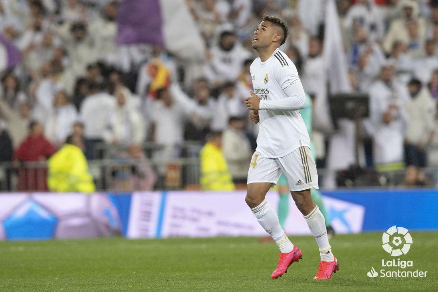 صور مباراة : ريال مدريد - برشلونة 2-0 ( 01-03-2020 )  5d9b8de4da00f2e34f915e88ff2002cd