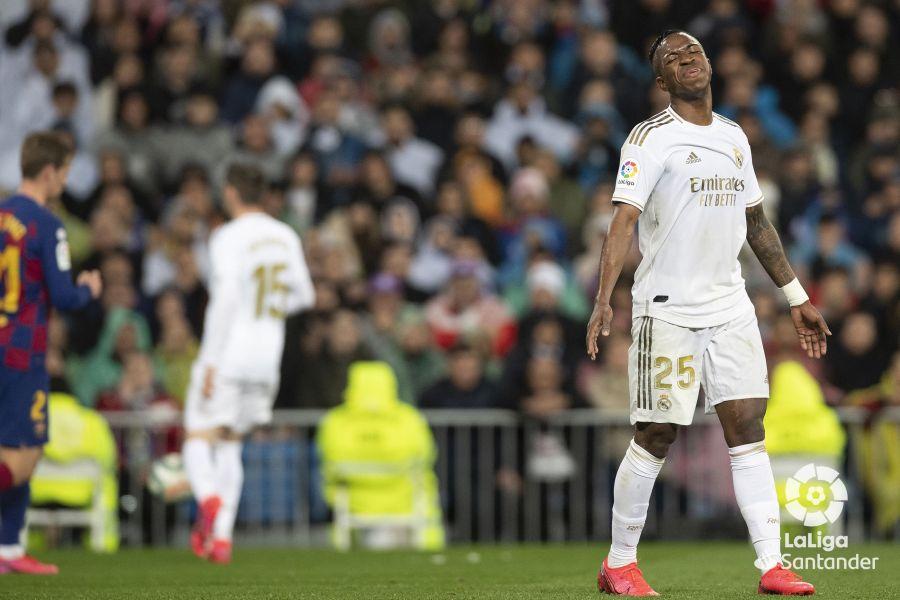 صور مباراة : ريال مدريد - برشلونة 2-0 ( 01-03-2020 )  5db2dc8ff912f984995d848a3efd0b35