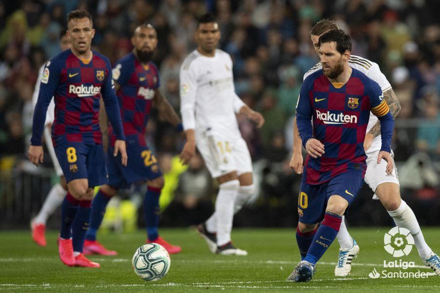 صور مباراة : ريال مدريد - برشلونة 2-0 ( 01-03-2020 )  7ccc2db1646752b4ed4b2729a5a7578d