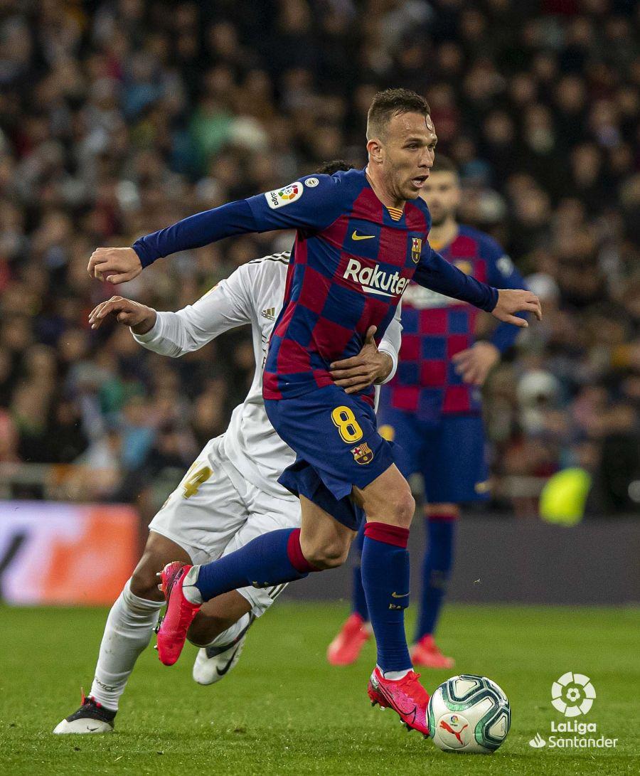 صور مباراة : ريال مدريد - برشلونة 2-0 ( 01-03-2020 )  9a98068d258cb990cdf9b98ac112e776