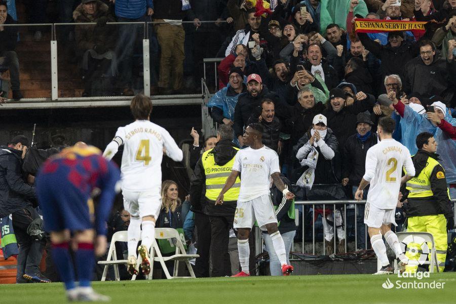 صور مباراة : ريال مدريد - برشلونة 2-0 ( 01-03-2020 )  A6e73e6dd5787aa365879b905fb21bf7