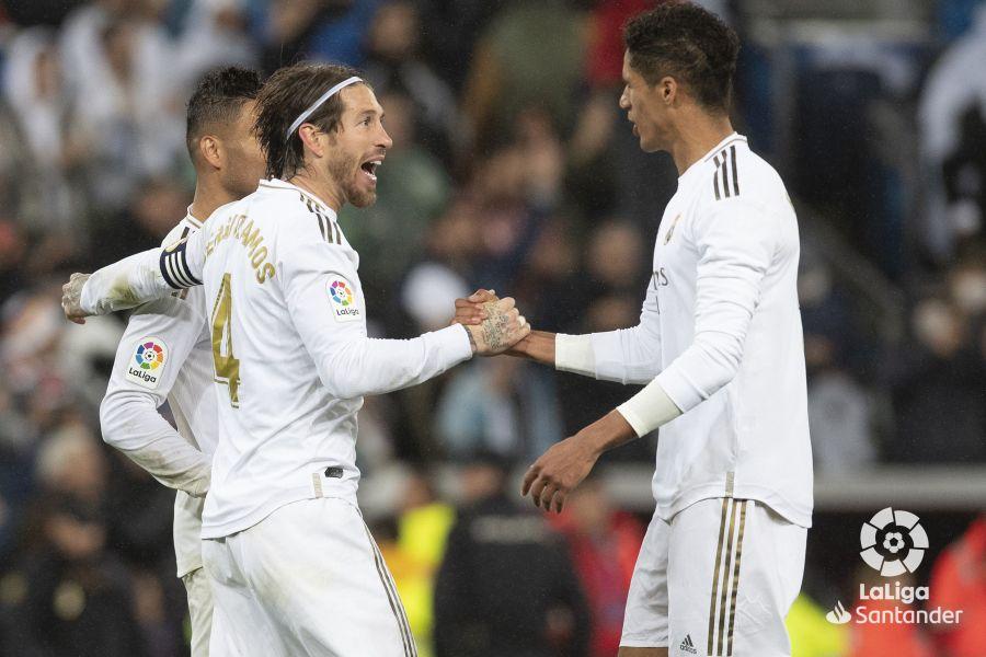 صور مباراة : ريال مدريد - برشلونة 2-0 ( 01-03-2020 )  Cb23396dbdd032a1f7b1f65ea19e7953