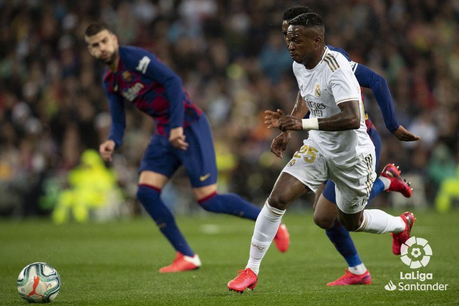 صور مباراة : ريال مدريد - برشلونة 2-0 ( 01-03-2020 )  F1f3adff91d09cda659287367c2db45a