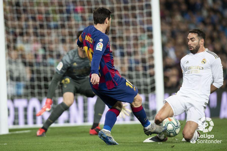 صور مباراة : ريال مدريد - برشلونة 2-0 ( 01-03-2020 )  F35143871107097202bc02162794663a