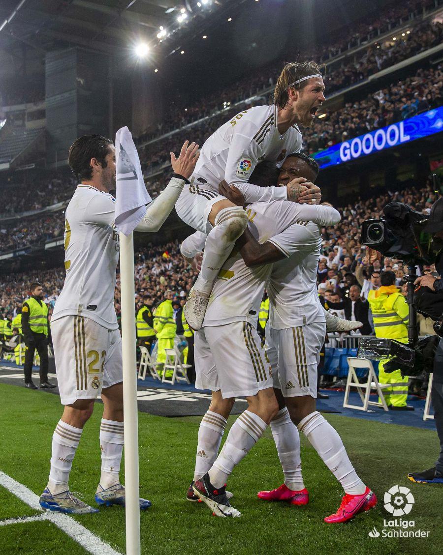صور مباراة : ريال مدريد - برشلونة 2-0 ( 01-03-2020 )  F5d3045f80aebecc6a7eeb155980edb3