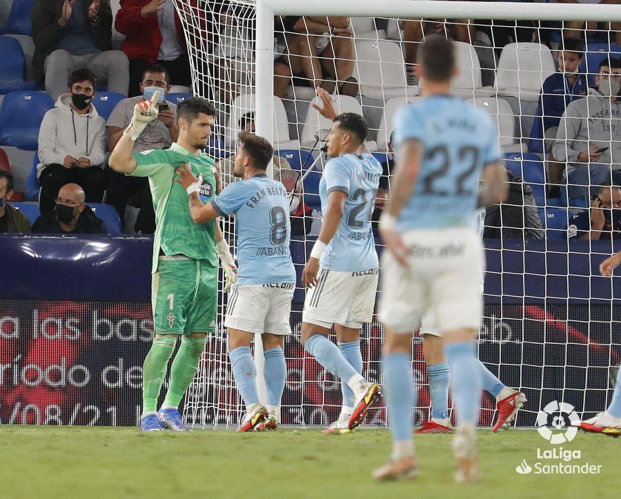 Dituto tras parar el penalti (Foto: LaLiga).